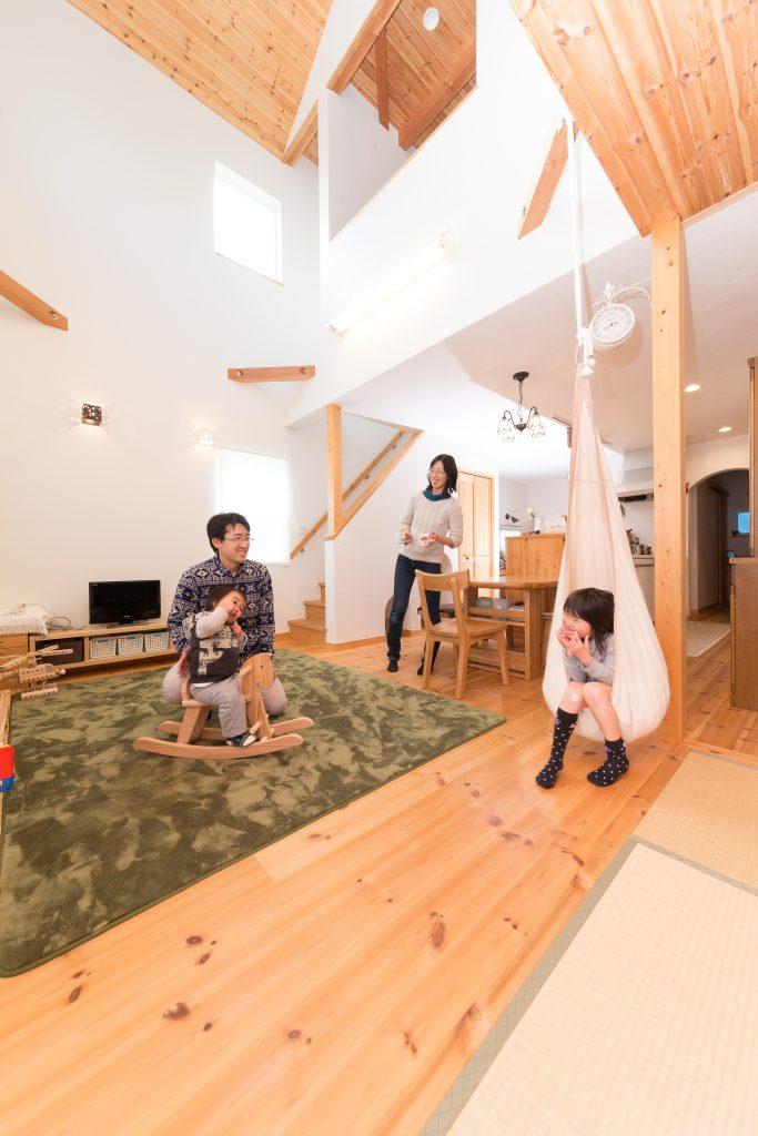 暮らしを豊かにする吹抜けと便利な動線のある家
