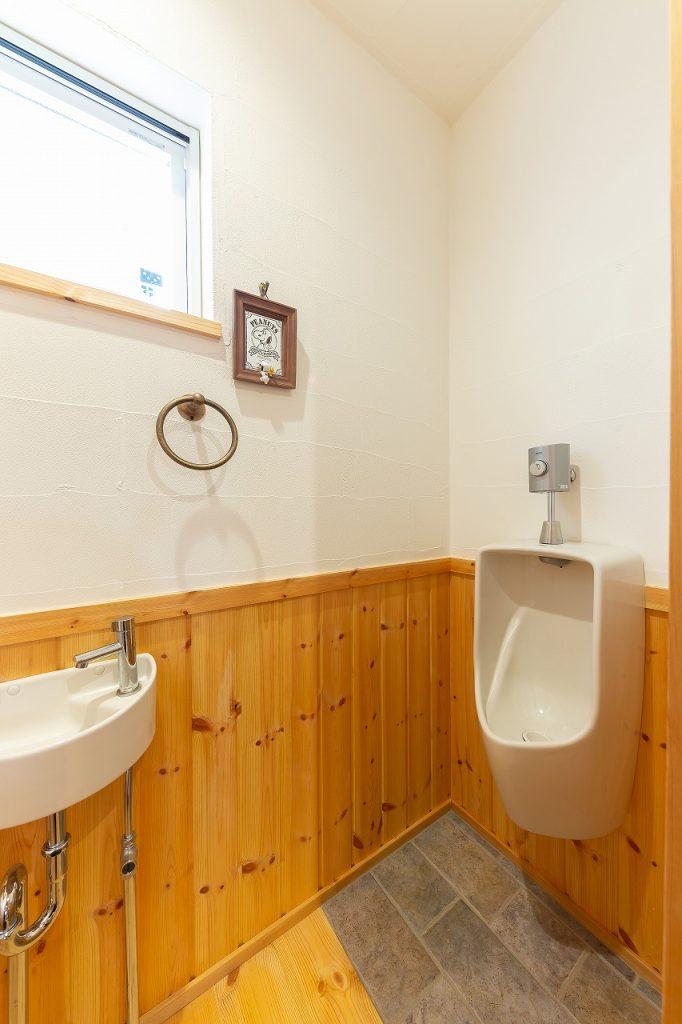 タイル貼りのトイレ