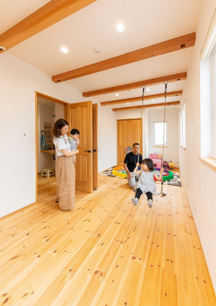 梁見せ天井の子ども室